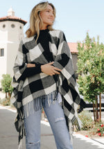 Load image into Gallery viewer, Mountain Side Buffalo Check Tassel Poncho- Black + White