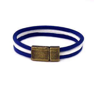 Paracord bracelet with three cords in dark blue and white in a brass clasp