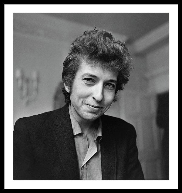 Bob Dylan smiles during a meeting with the British press