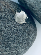Load image into Gallery viewer, Silver Scallop Shell Ring