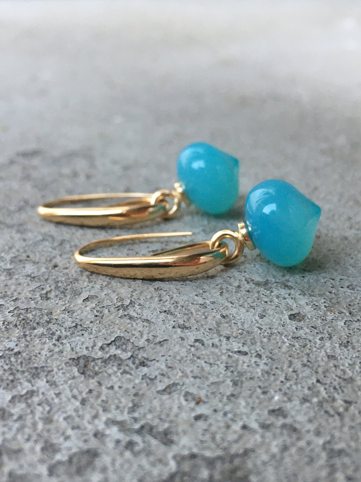 Earrings in gold with changeable pendants Chalcedony