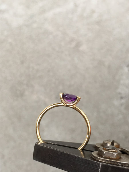 14k yellow gold ring set with an amethyst