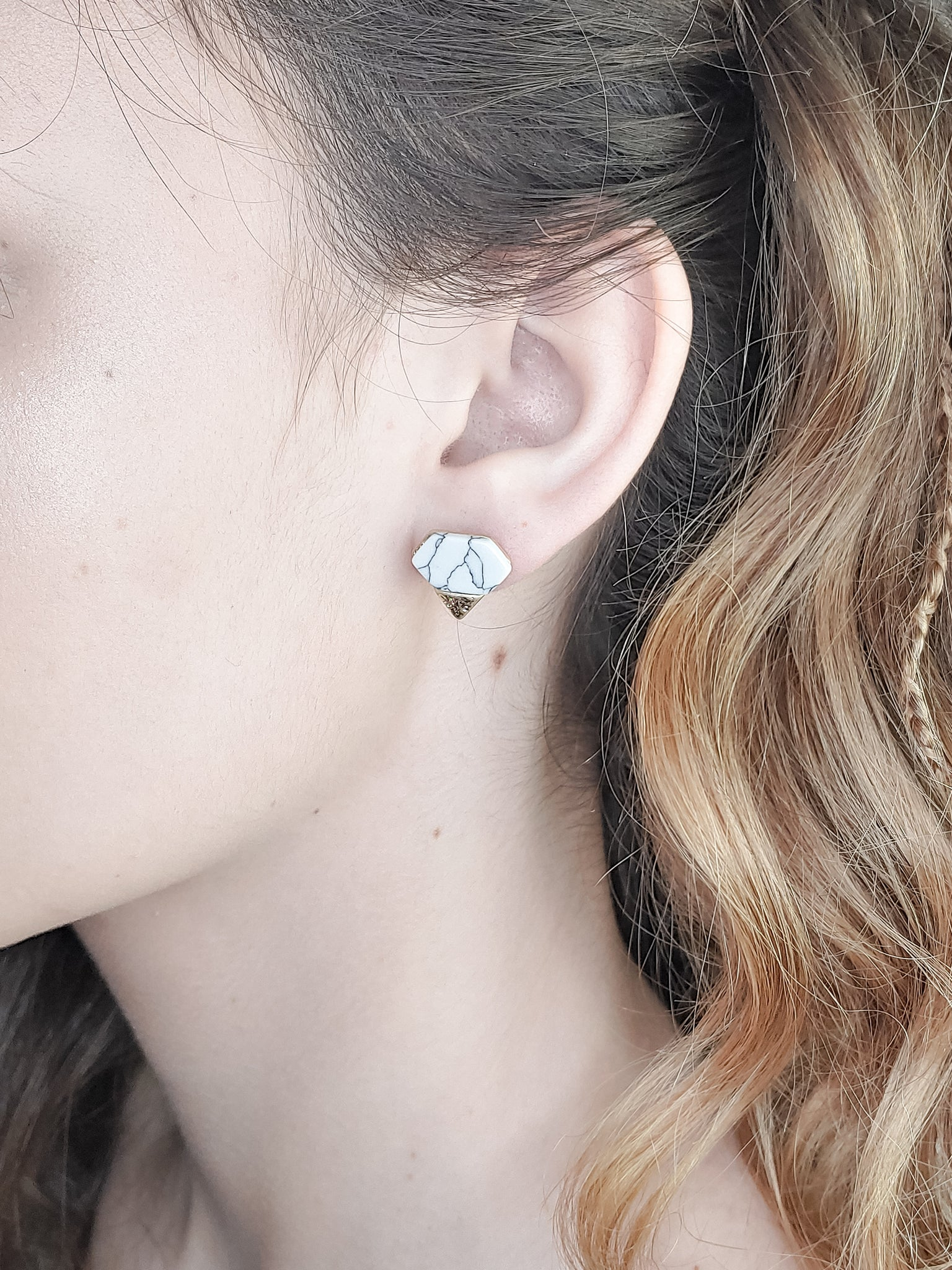 DIAMOND SHAPE STONE EARRINGS