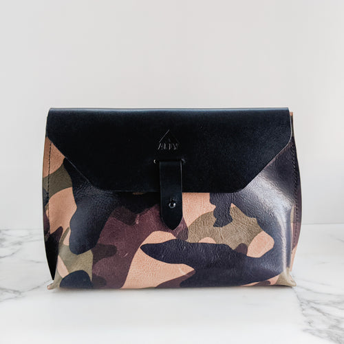 Alma Crossbody Clutch (Medium)