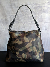 Load image into Gallery viewer, Bronx Camo Hobo