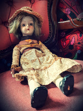 Load image into Gallery viewer, 1970s Vintage Walda doll