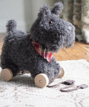 Laden Sie das Bild in den Galerie-Viewer, Little Bird told me - Stoff Hund Nachziehtier Hund Schnauzer Scottie