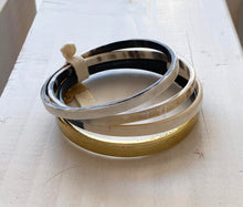 Load image into Gallery viewer, Buffalo Horn 4 Bangle gold accent