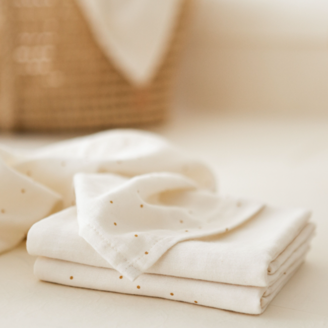 Swaddle Small - Natural with gold dots