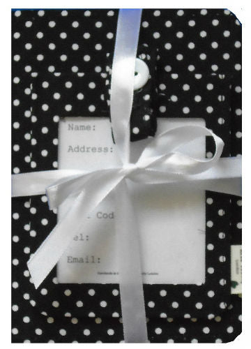 Black_Polka_Dot_Passport_Cover_and_Luggage_Tag_Gift_Set