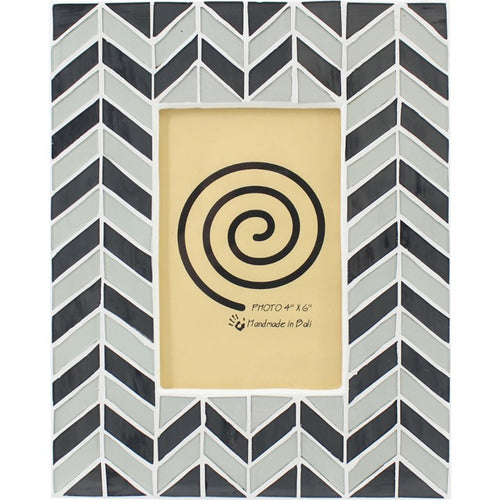 CHEVRON PATTERN MONOCHROME PHOTO FRAME