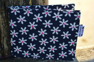 Navy_Daisy_Print_Card_Wallet