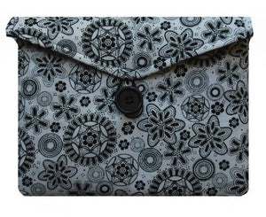 Black_Retro_Print_Tablet_Bag
