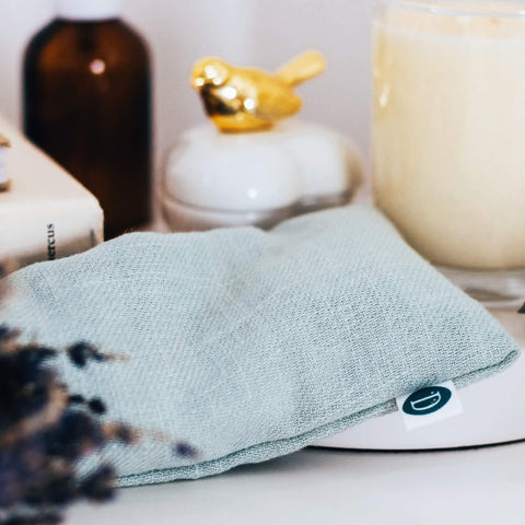 Deerieo 100% natural Lavender and Flaxseed eye pillow in duck egg colour made of premium linen to help you relax and aid meditation.