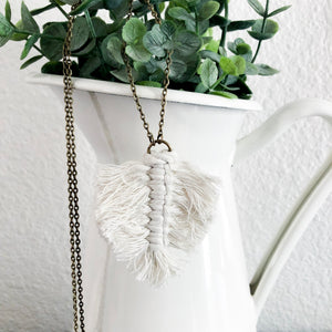 Macramé Leaf Necklace