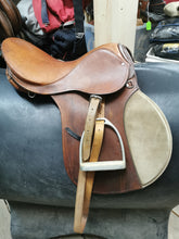 "Load image into Gallery viewer, 16"" All Purpose English Saddle"