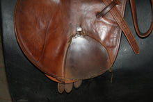 "Load image into Gallery viewer, 17.5"" Barnsby Close Contact Saddle"