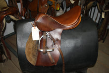 "Load image into Gallery viewer, 16.5"" All Purpose English Saddle"