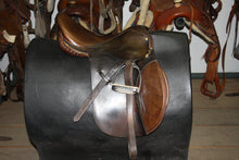 "Load image into Gallery viewer, 17"" Barclay All-Purpose English Saddle"
