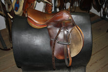 "Load image into Gallery viewer, 16"" Harrington English Saddle"
