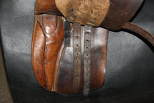 "Load image into Gallery viewer, 17"" Stubben English Saddle"