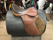 "Load image into Gallery viewer, 18"" Champion Saddlery Saddle"