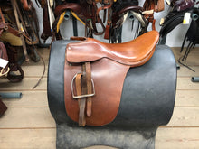 "Load image into Gallery viewer, 21.5"" Cutback Crosby Saddle"