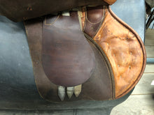 "Load image into Gallery viewer, 18.5"" Passier English Saddle with Stirrups"