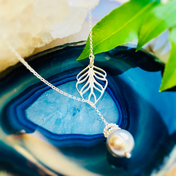 Sidney Leaf Necklace - Classic Pearls
