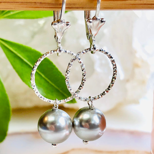 Oliva Pearl Earrings