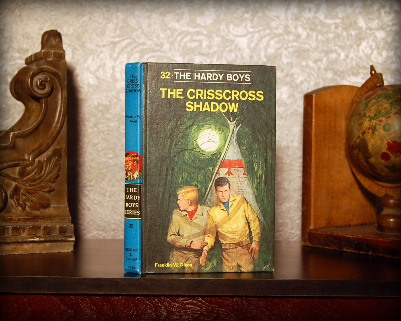 The Hardy Boys: The Crisscross Shadow (1978) - Secret Safe Books