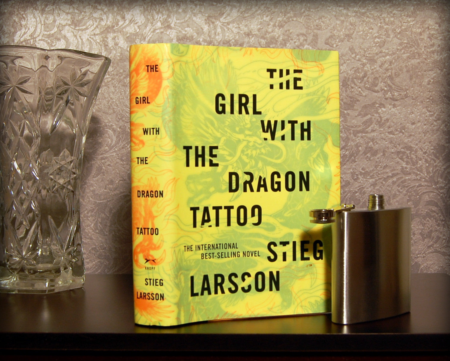 The Girl with the Dragon Tattoo / Stieg Larsson - Secret Safe Books  - 1