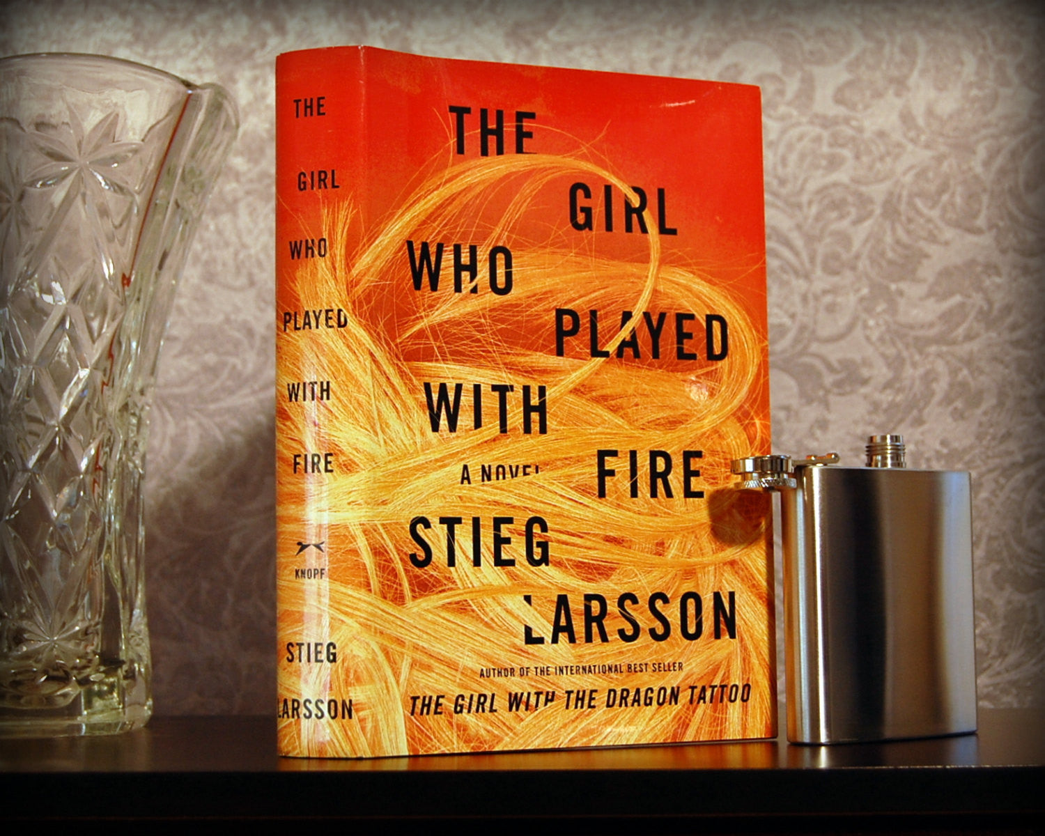 The Girl Who Played with Fire / Stieg Larsson - Secret Safe Books  - 1