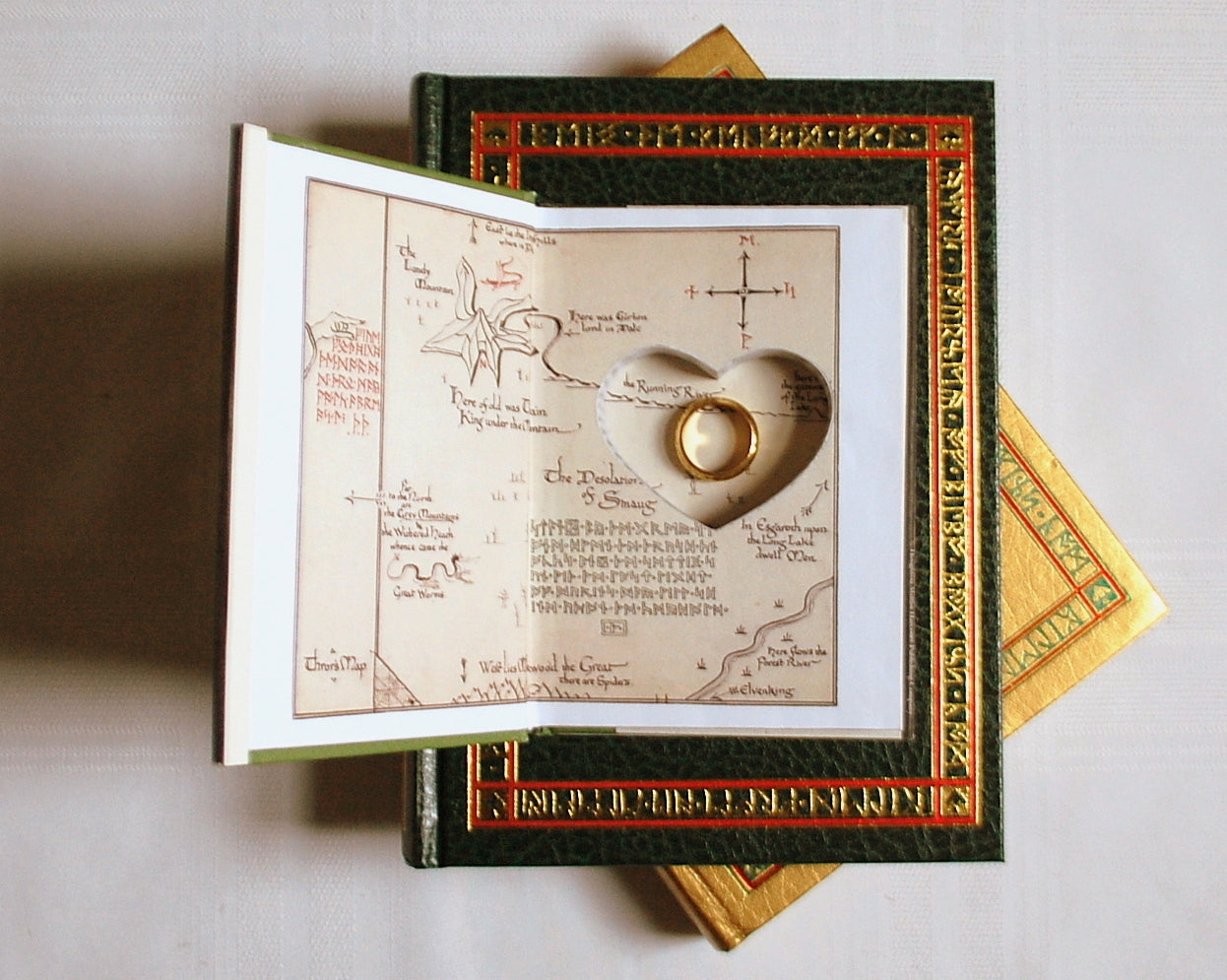 The Hobbit 75th Anniv Pocket Edition with Heart / J.R.R. Tolkien