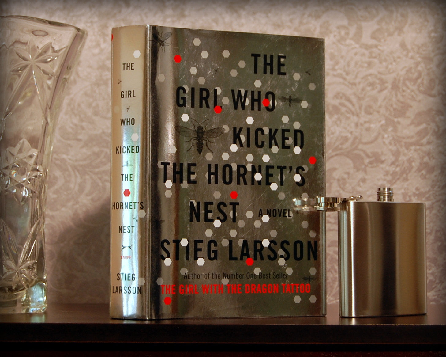 The Girl Who Kicked the Hornet's Nest / Stieg Larsson - Secret Safe Books  - 1