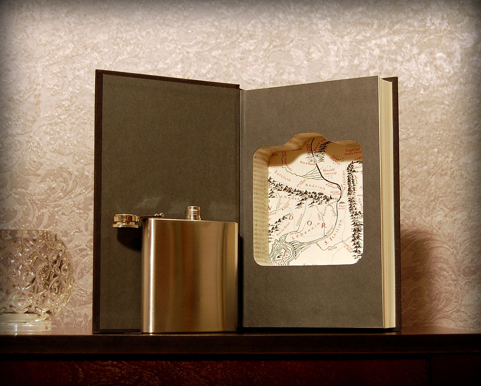 Lord of the Rings: Return of the King (with Flask) / J.R.R. Tolkien - hollow book safe