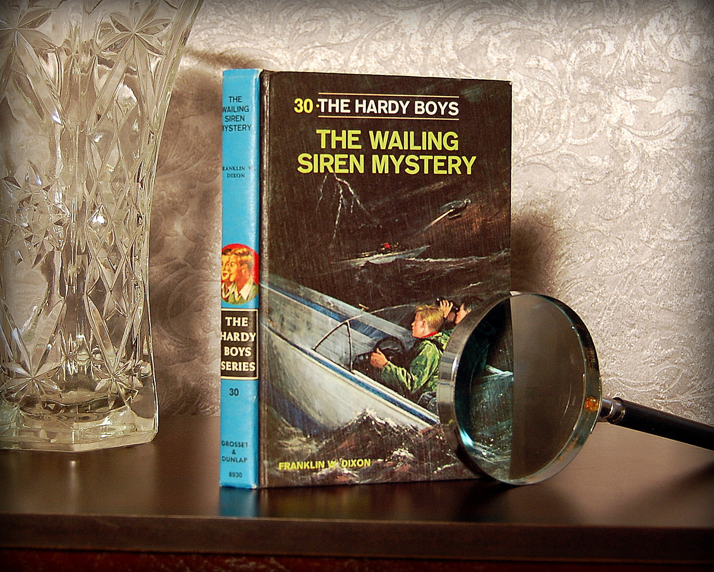 The Hardy Boys: The Wailing Siren Mystery (1978) - Secret Safe Books  - 1