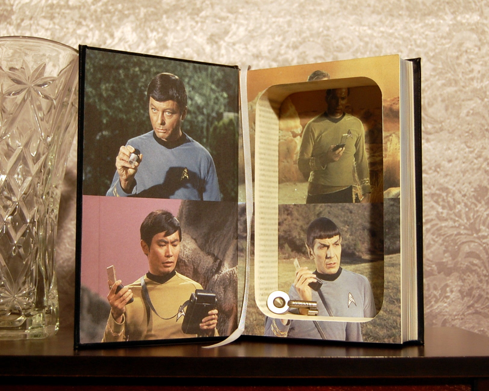 Star Trek: The Classic Episodes - Secret Safe Books  - 1