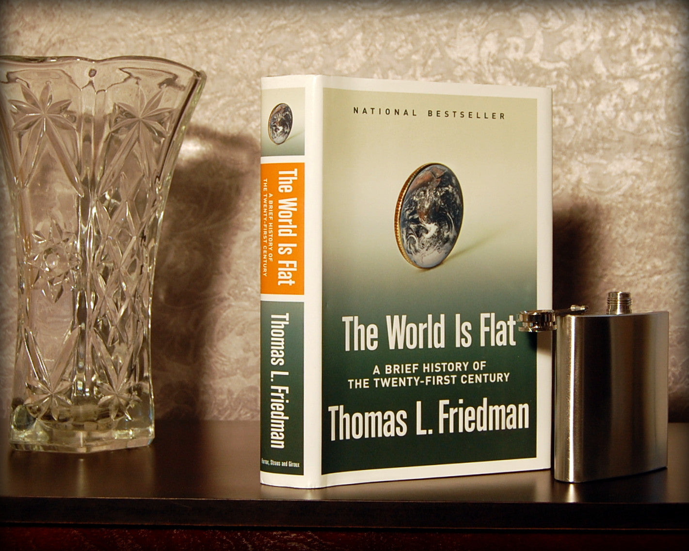 The World Is Flat / Thomas Friedman - hollow book safe
