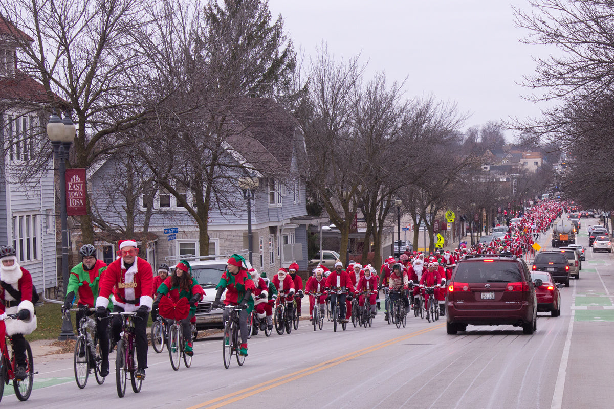 Over a thousand Santas bike through the streets of Milwaukee