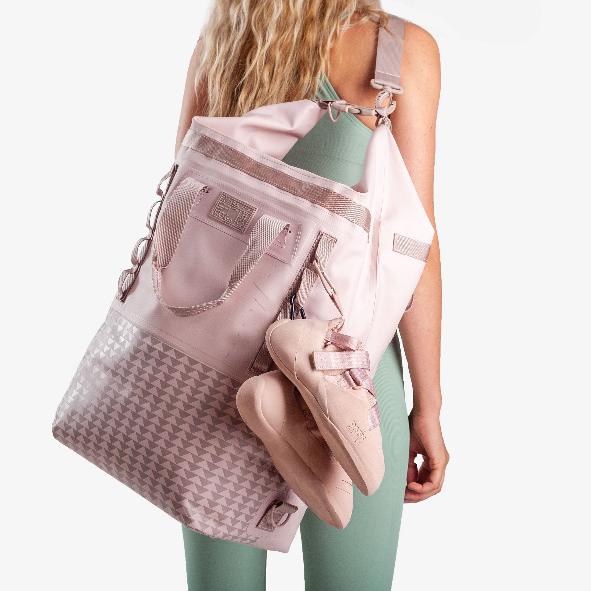 Model carrying So iLL On the Roam Dirt Bag 45L in Pink over the shoulder