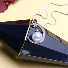 Load image into Gallery viewer, 925 Pearl On Moon Necklace