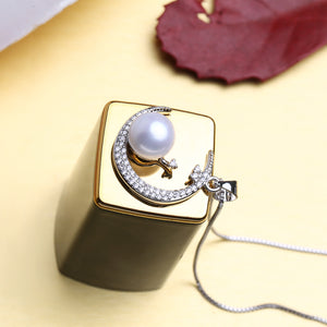 925 Pearl On Moon Necklace