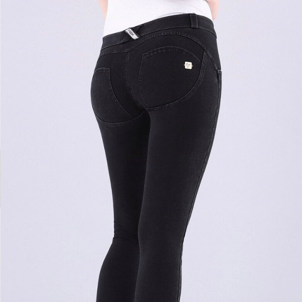 WR.UP® Low Waist Black Denim (J7N)