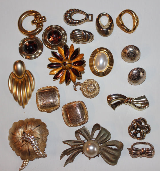Lot of Gold brooches, clip on earrings, jewelry parts