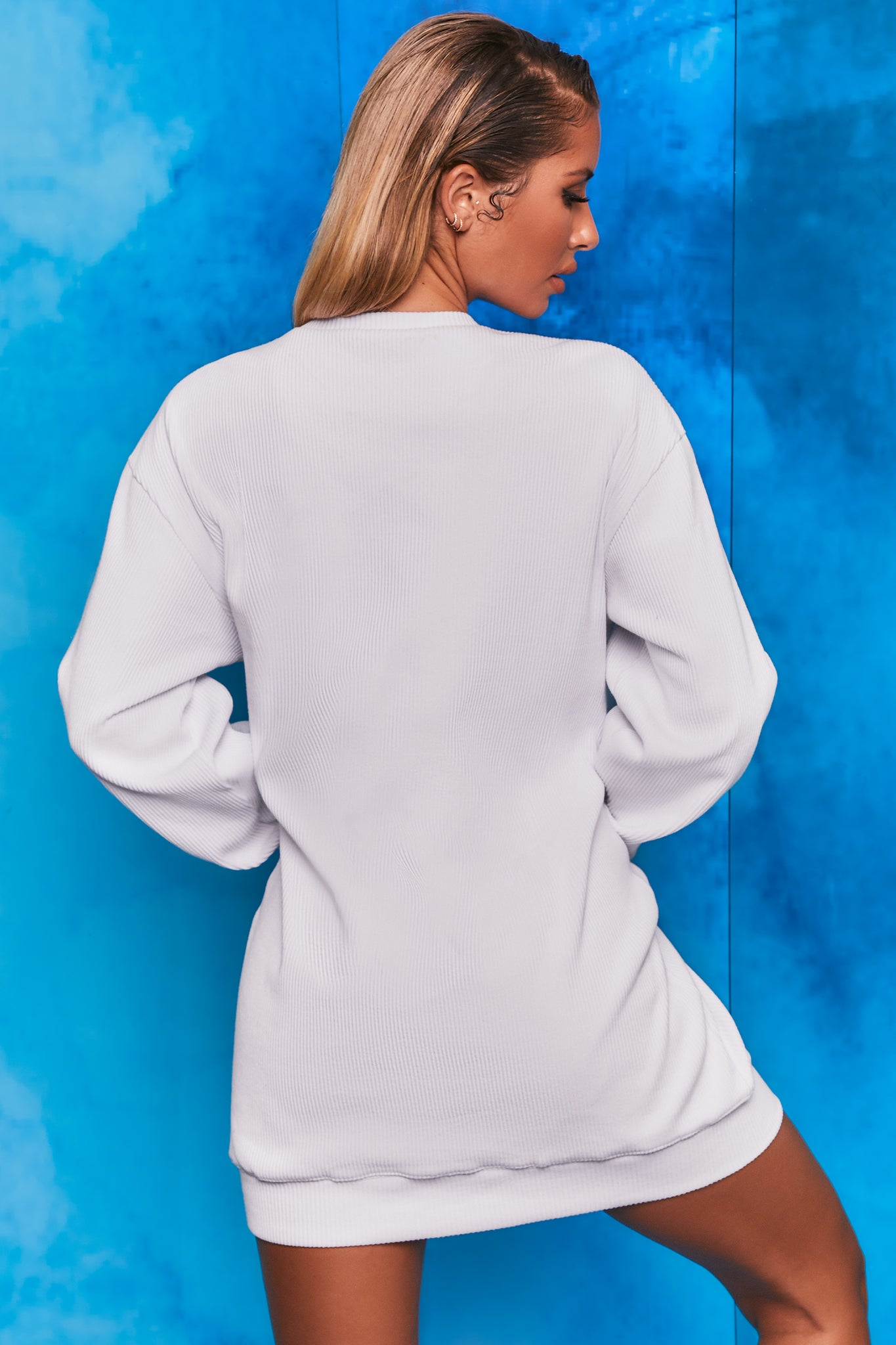 Plain white ribbed oversized sweatshirt with long sleeves. Image 3 of 6.