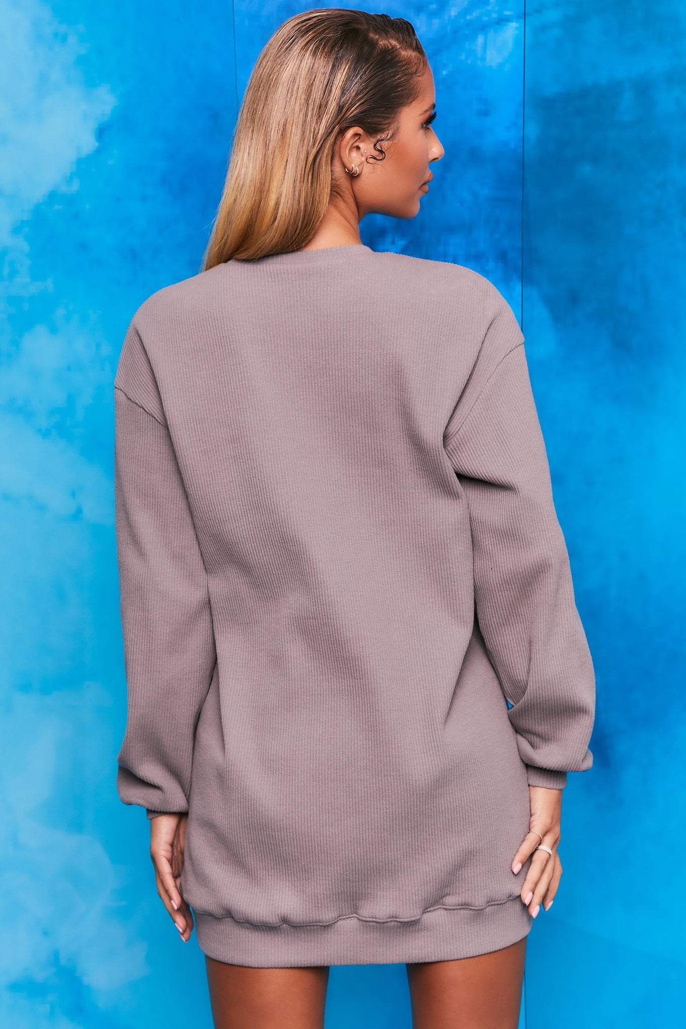 Plain grey ribbed oversized sweatshirt with long sleeves. Image 3 of 6.