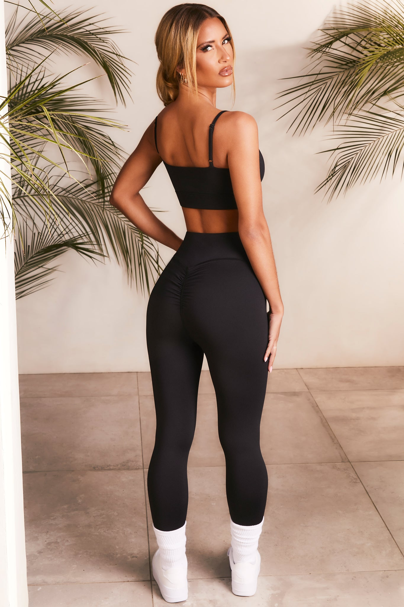 Slinky leggings in black with ruched rear. Image 4 of 6