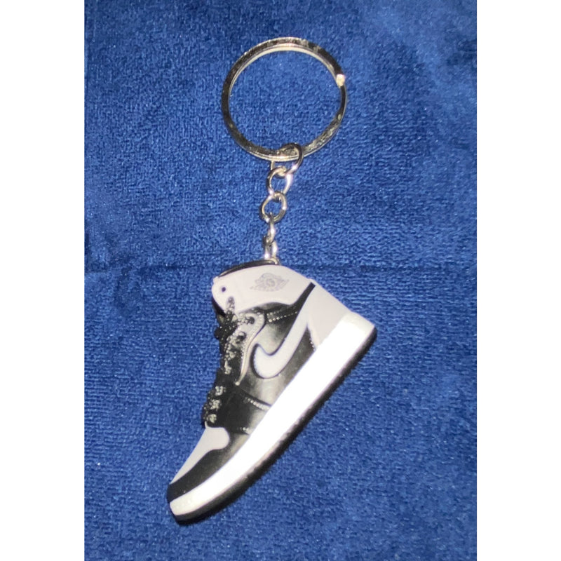 SNEAKER KEYCHAIN - GRAY - HAUS OF RISS