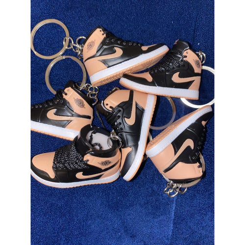 SNEAKER KEYCHAIN - PINK - HAUS OF RISS